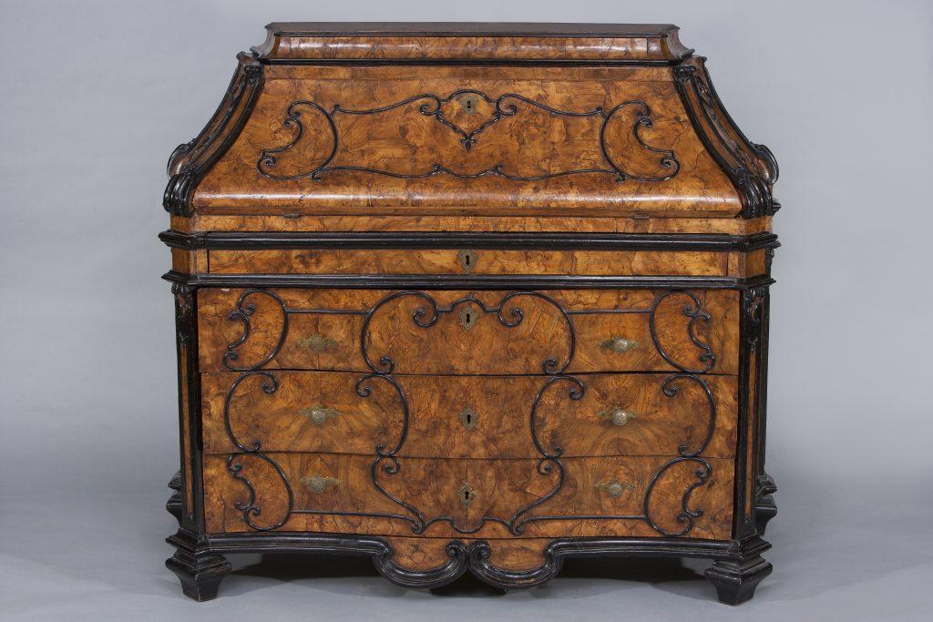 antiquariato-modernariato-vintage-design-cassettone a ribalta lombardo del XVIII secolo