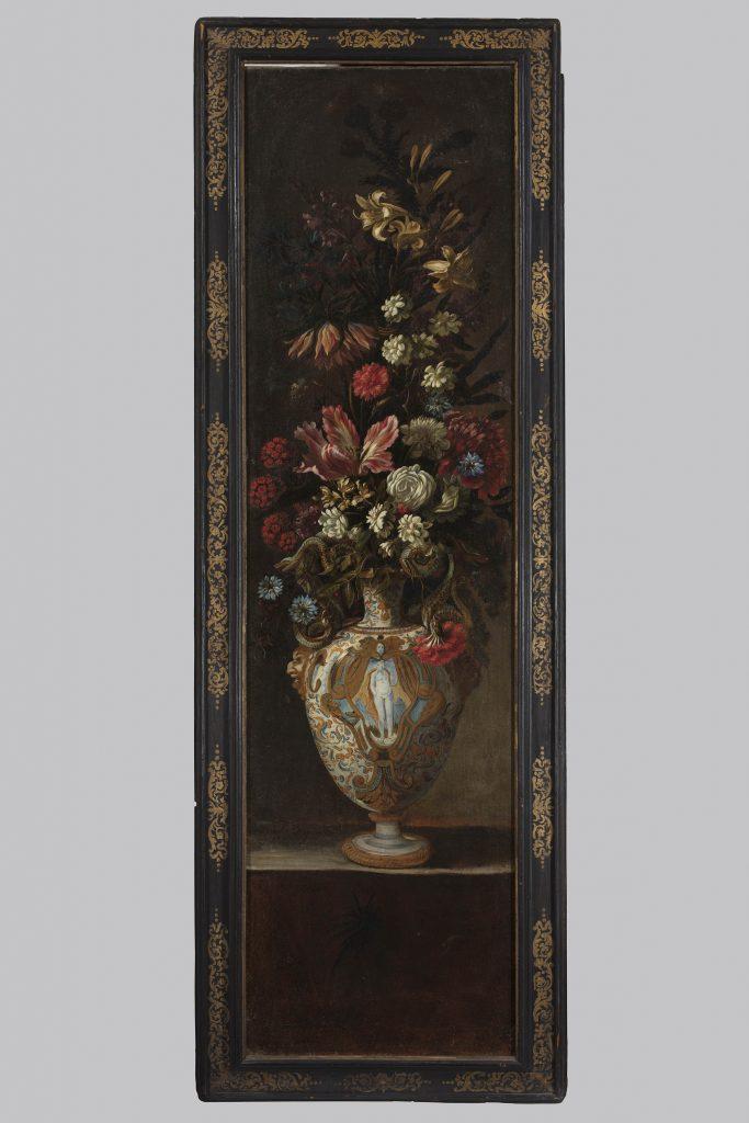 Scuola-romana-del-XVIIsecolo-Vaso-in-maiolica-d'Urbino-con-grande-bouquet-di-fiori